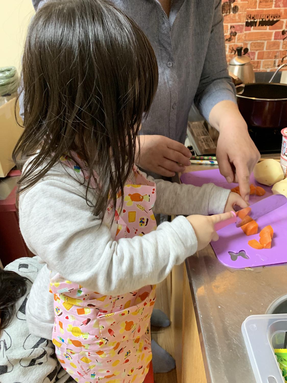 子供 まな板 包丁 料理