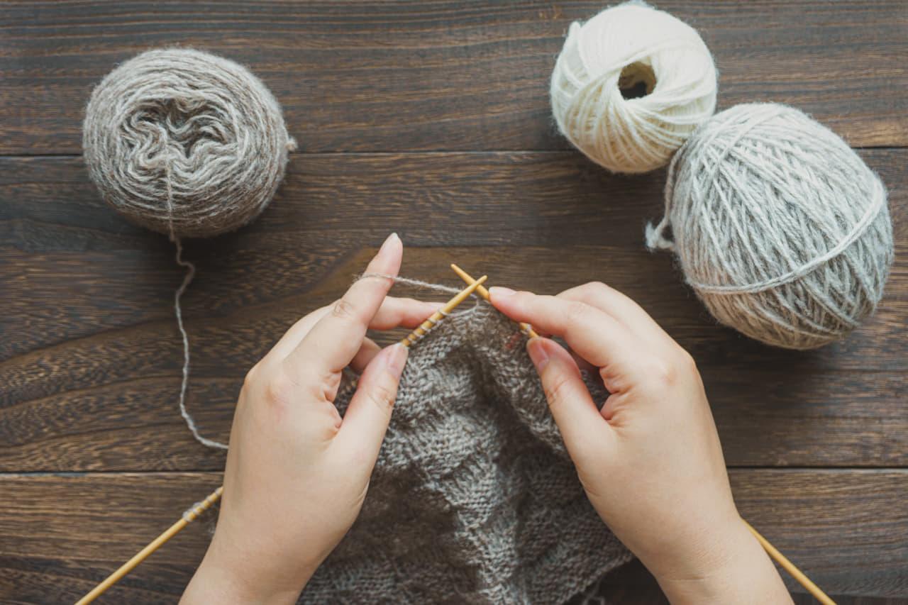 編み物 手 毛糸