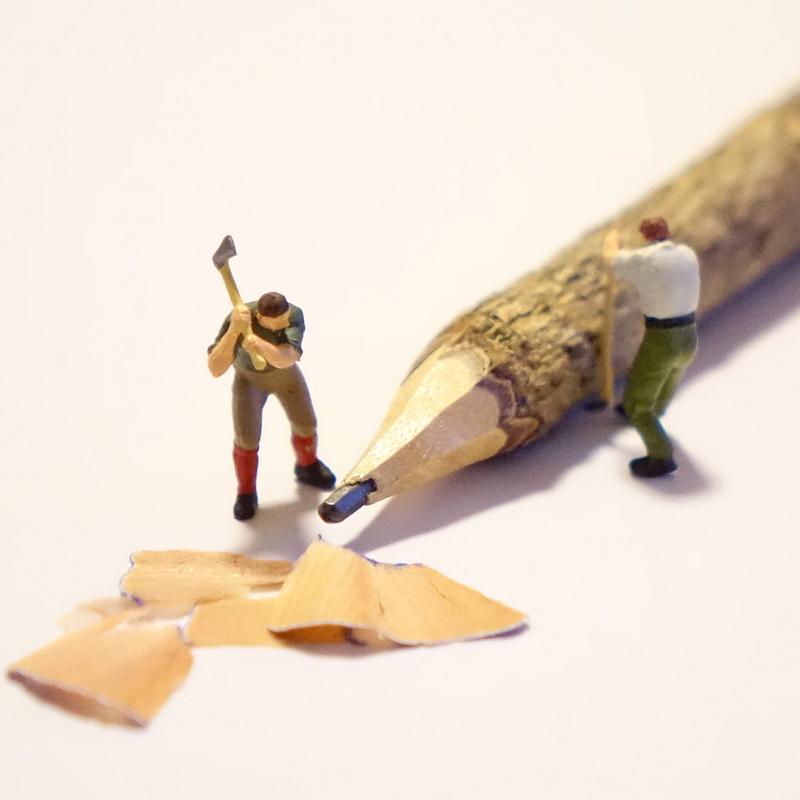 鉛筆を削る職人