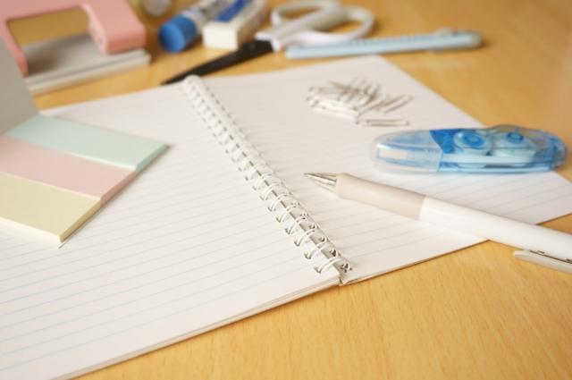 修正テープと筆記具