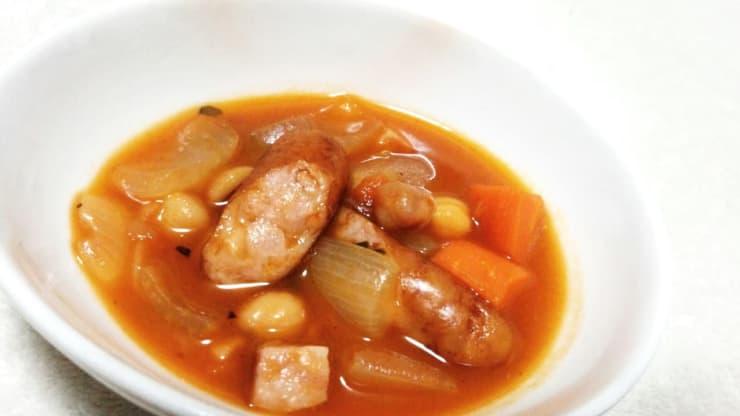 ウインナー入り豆と野菜のトマト煮込み
