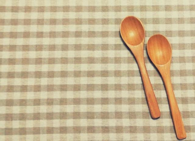 テーブルクロスと食器