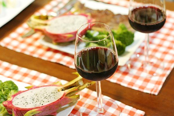 食事中のワイン