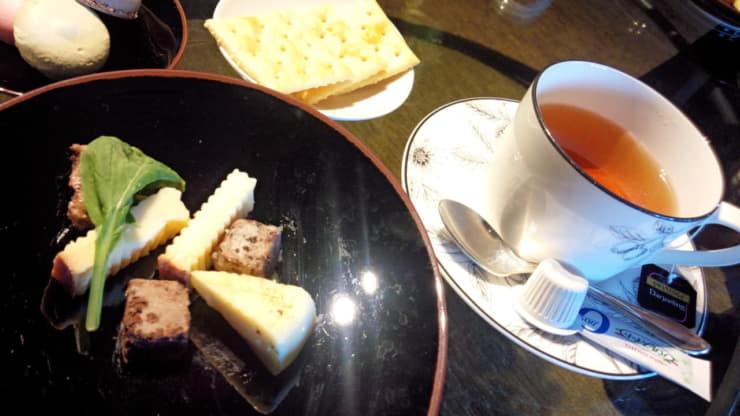紅茶とチーズ