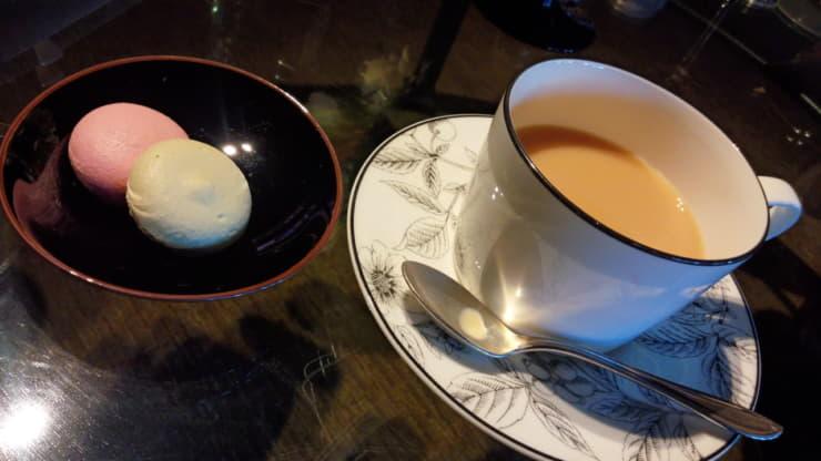 紅茶とマカロン