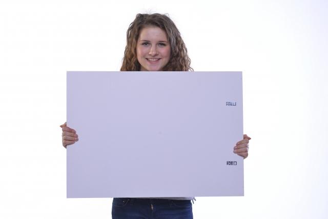 画板を持っている女性