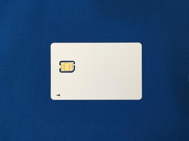 取り外し前のSIMカード