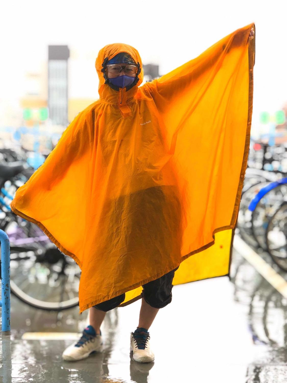 オレンジ レインコート 自転車