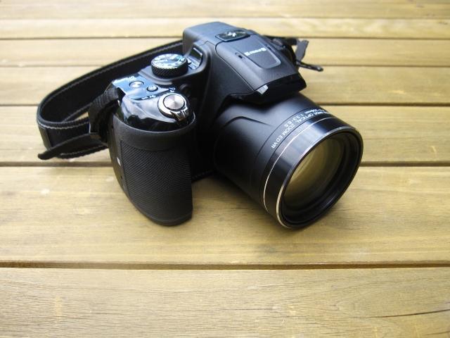 望遠レンズ付きデジカメ