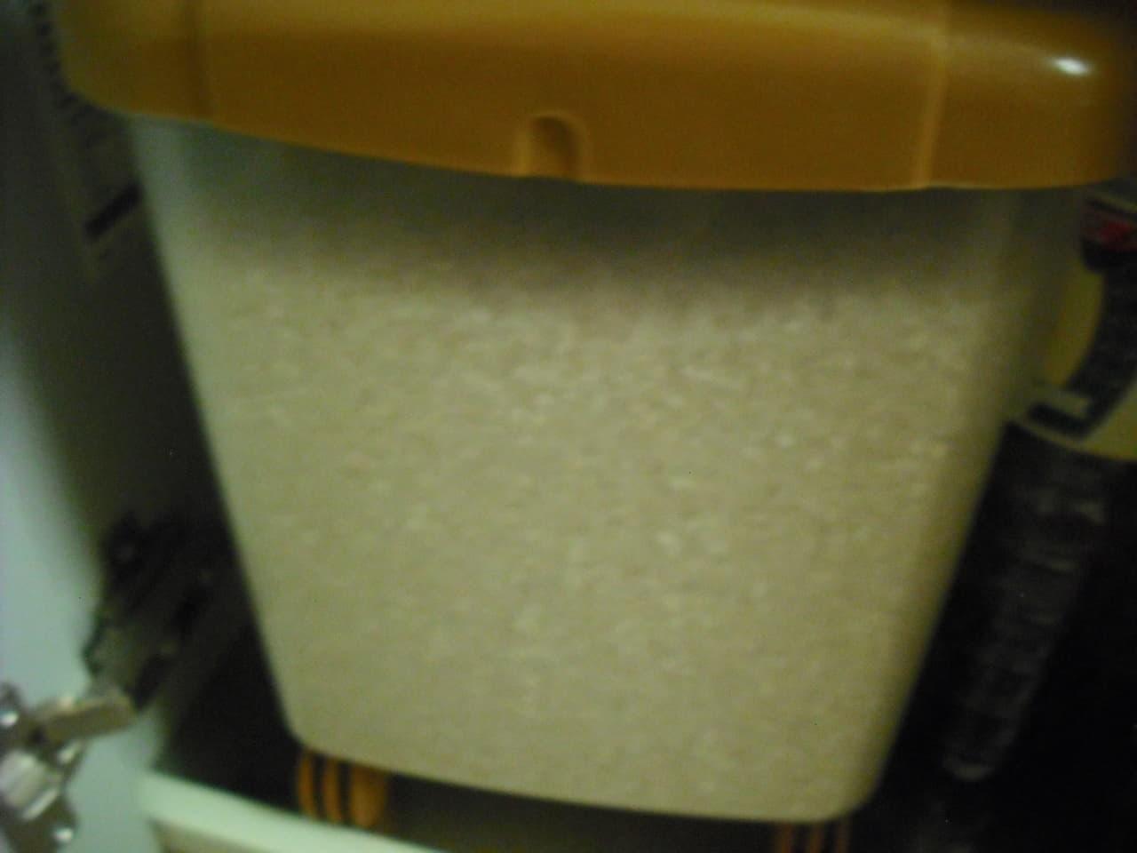 米びつに入ったもち米