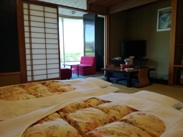 和室に敷かれた布団 旅館