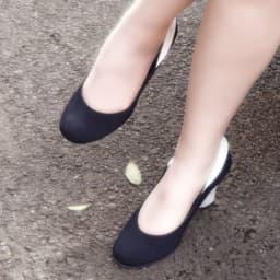 パンストを履いた足