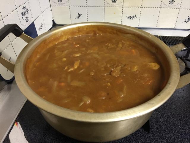 鍋いっぱいのカレー