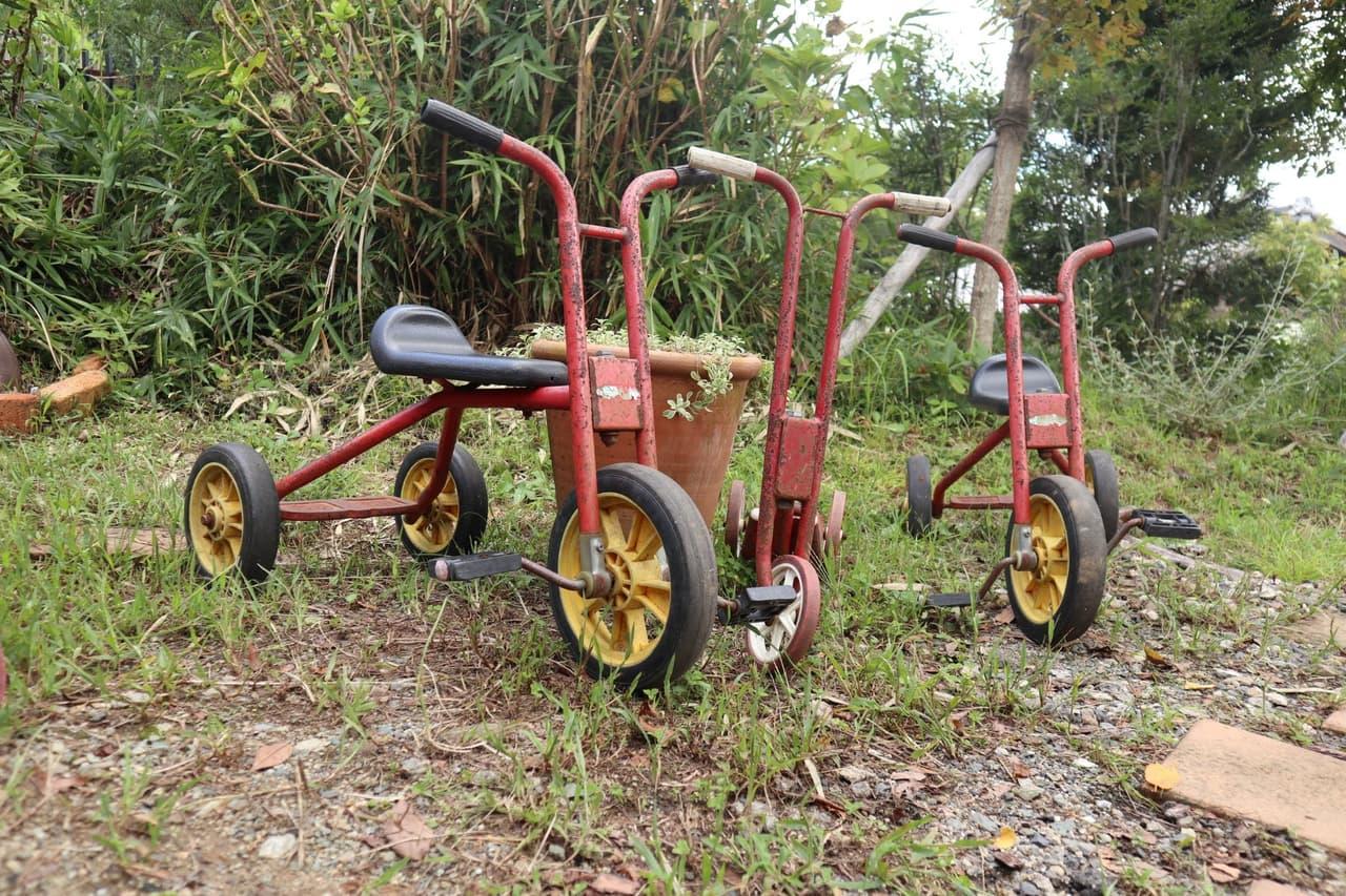 複数の三輪車