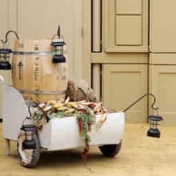 キャリーカートとワイン樽