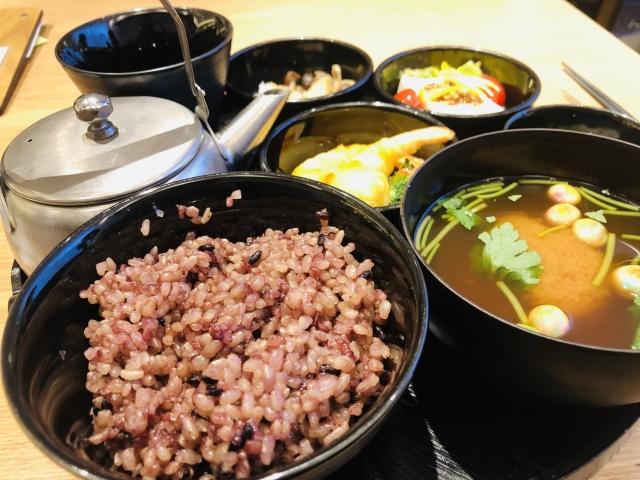 玄米の定食