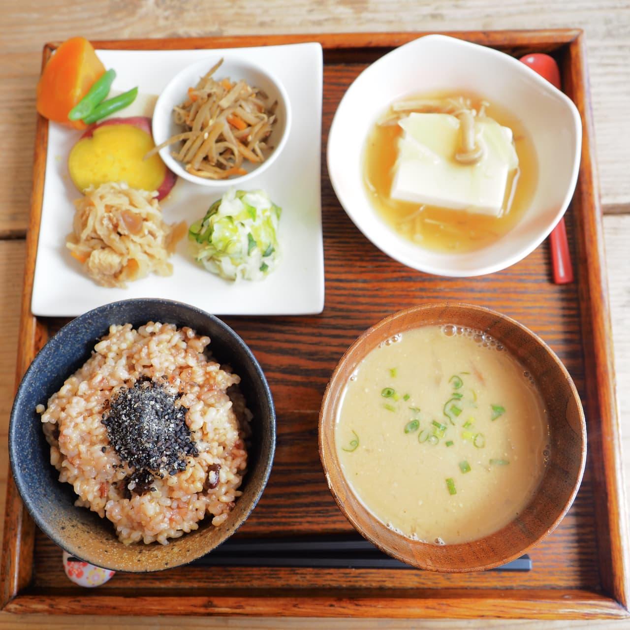 玄米を使った定食