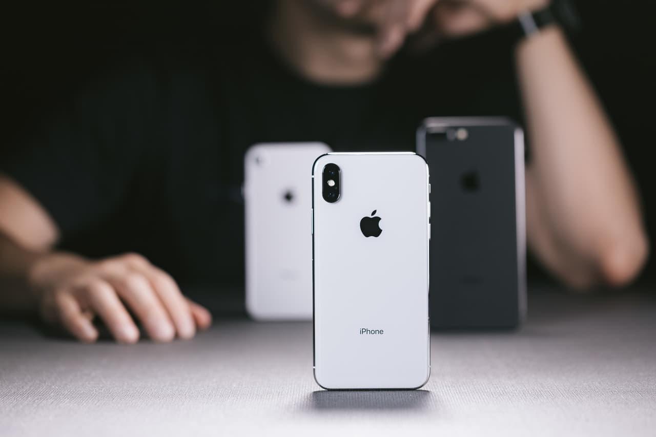 iPhoneを並べた画像