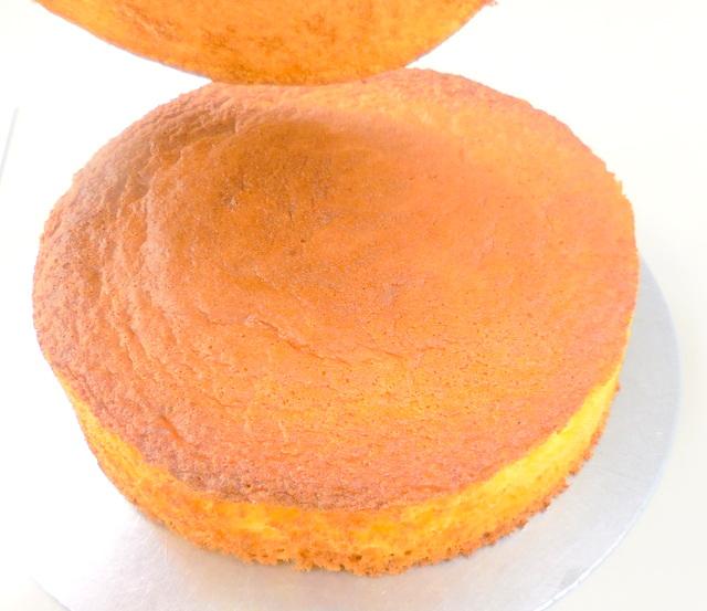 スポンジケーキ