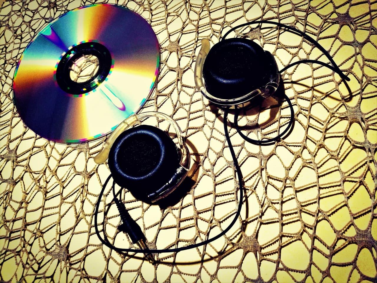 CDとイヤホン