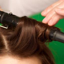 ヘアアイロンをかける髪