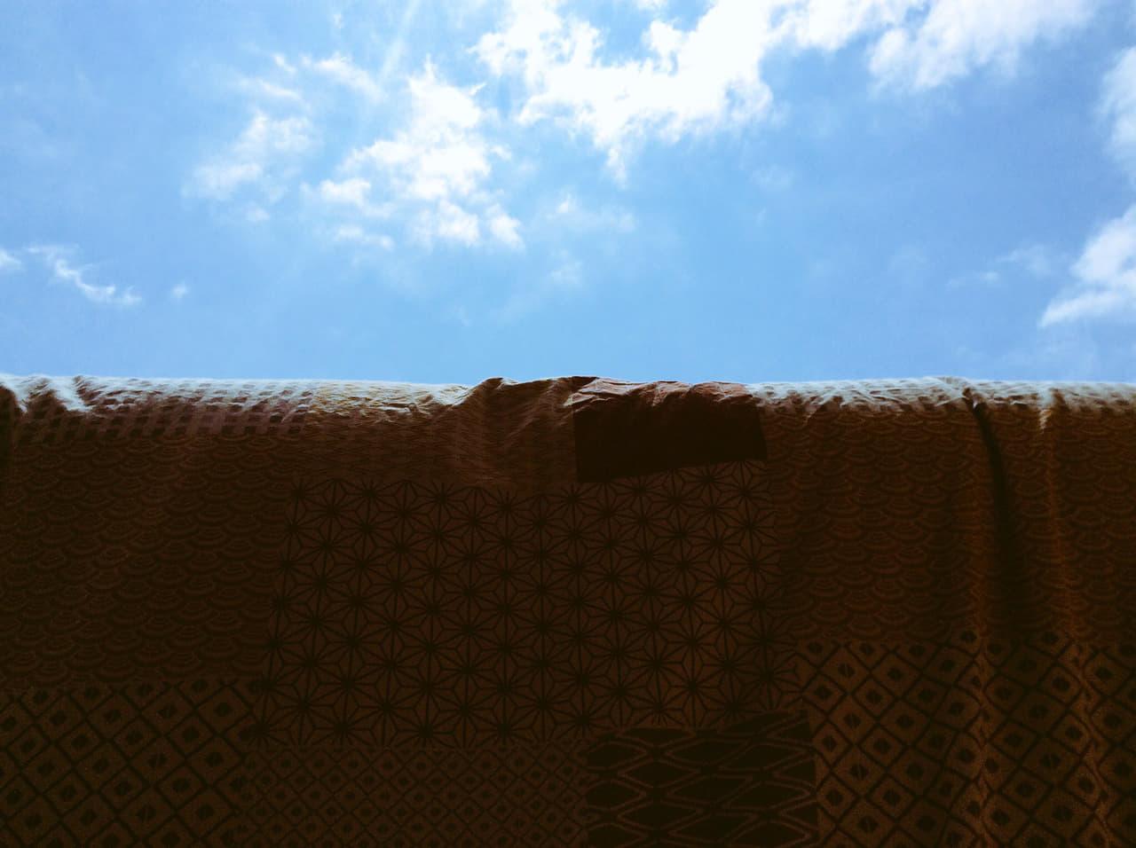天日干しして乾かしている布団