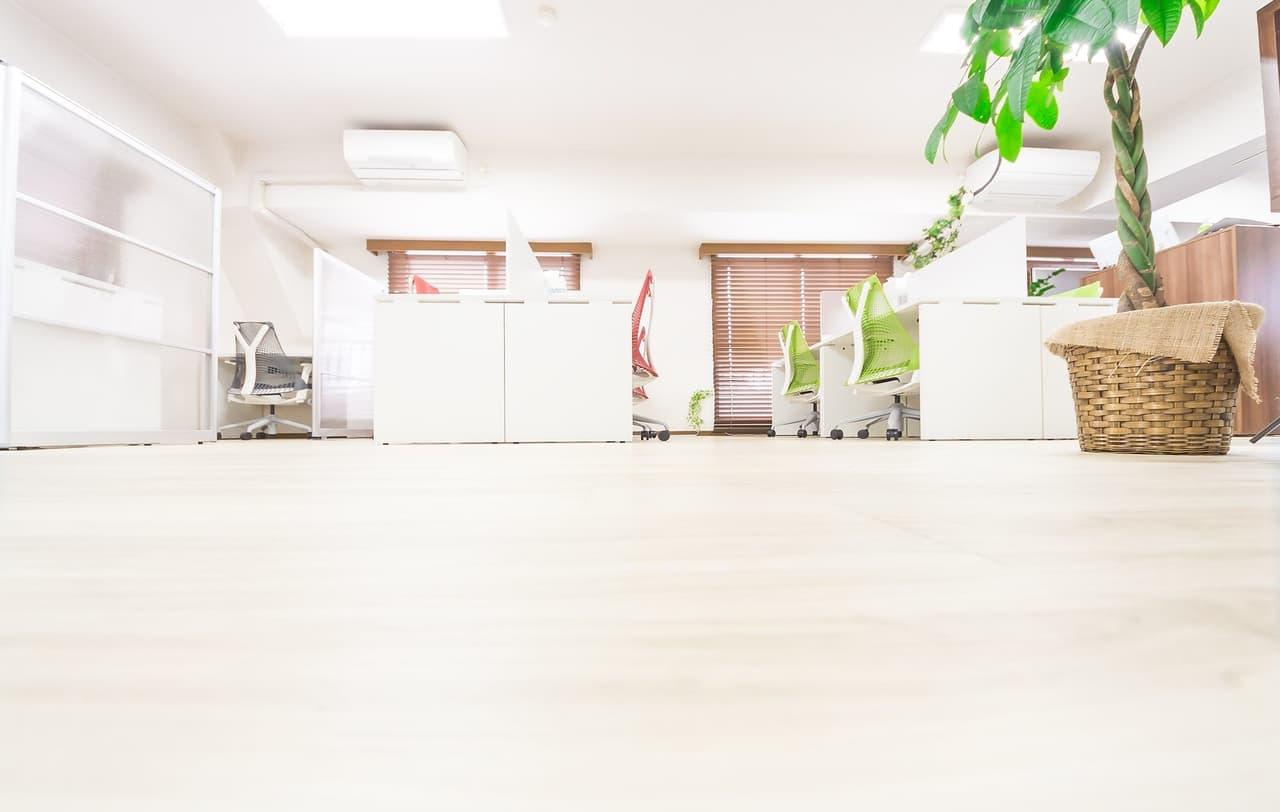 フローリングとオフィスの画像