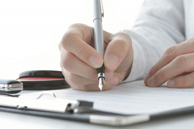 万年筆を使う人