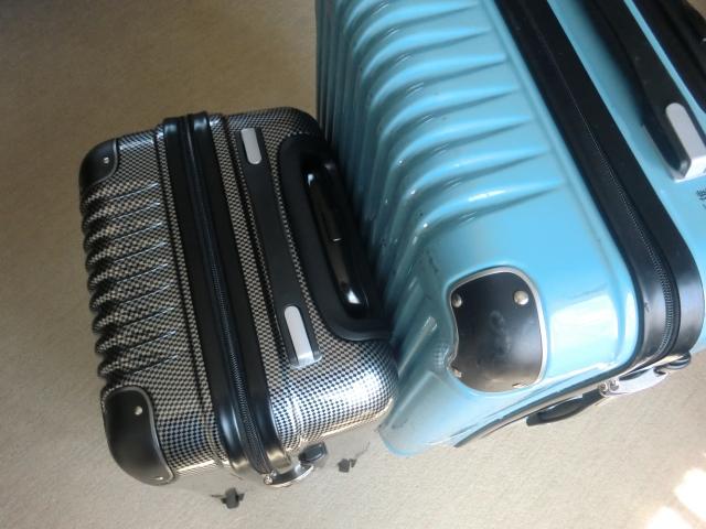 大小のスーツケース