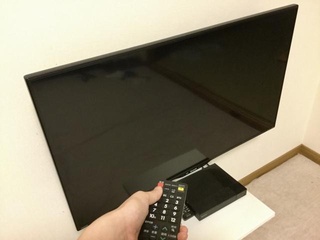 テレビの電源を入れる