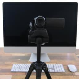 パソコンとビデオカメラ