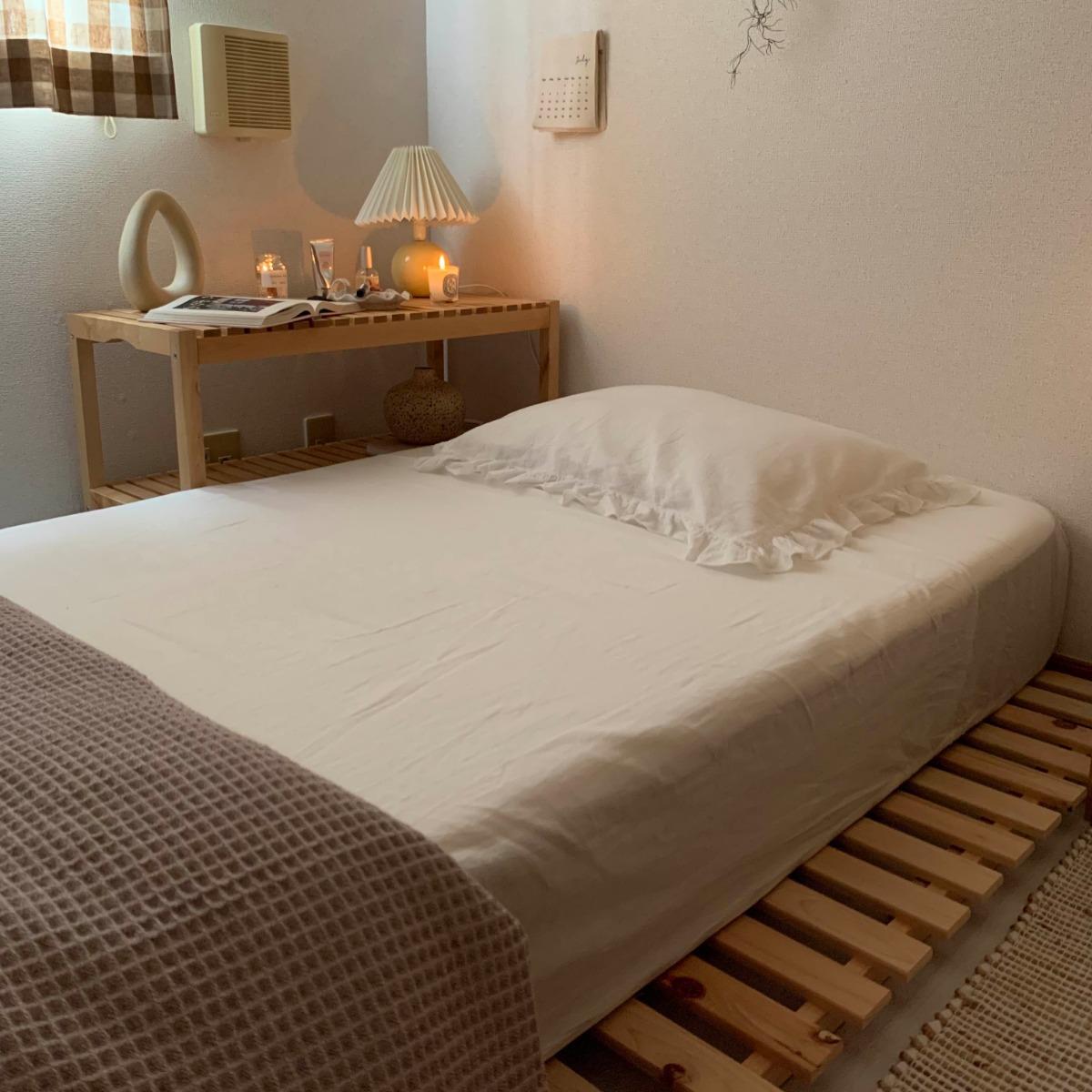 ベッドとブランケットとインテリア