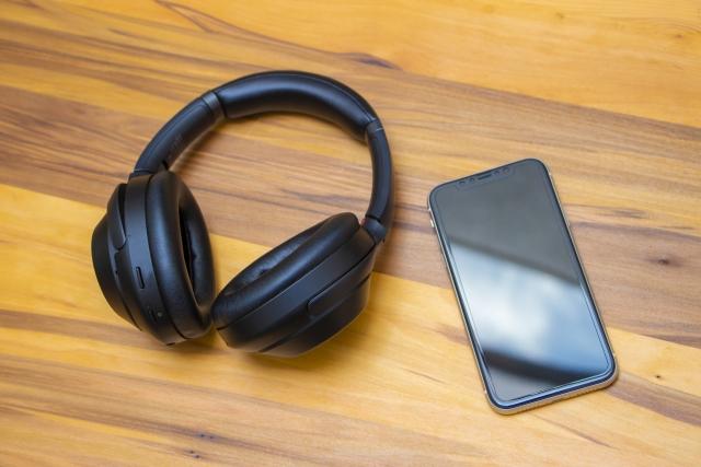 Bluetoothヘッドホンとスマホ