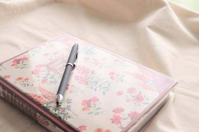 ボールペンと手帳