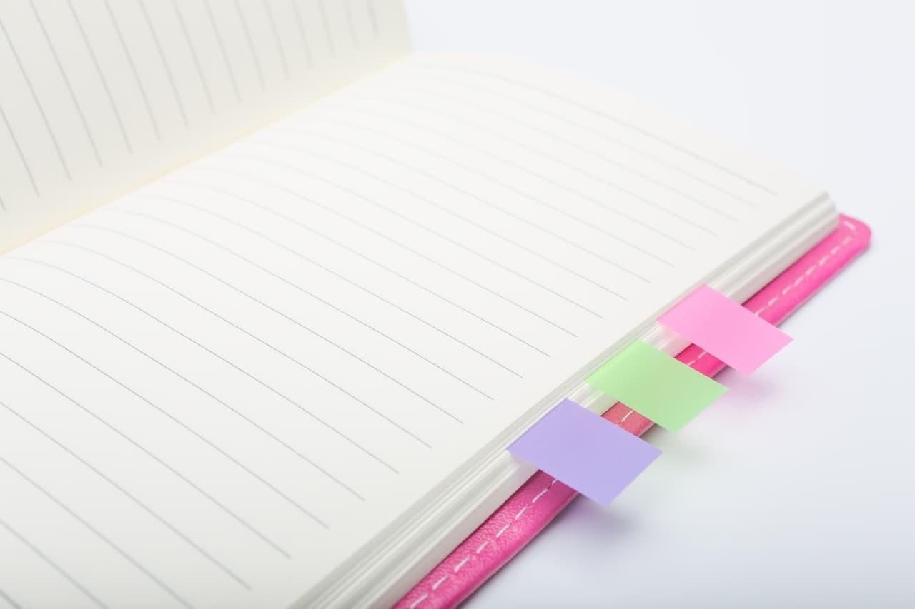 手帳と付箋イメージ
