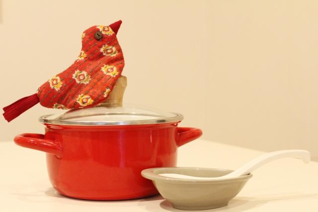 両手鍋とレンゲ