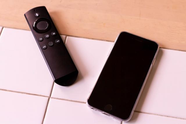 スマートリモコンとスマートフォン