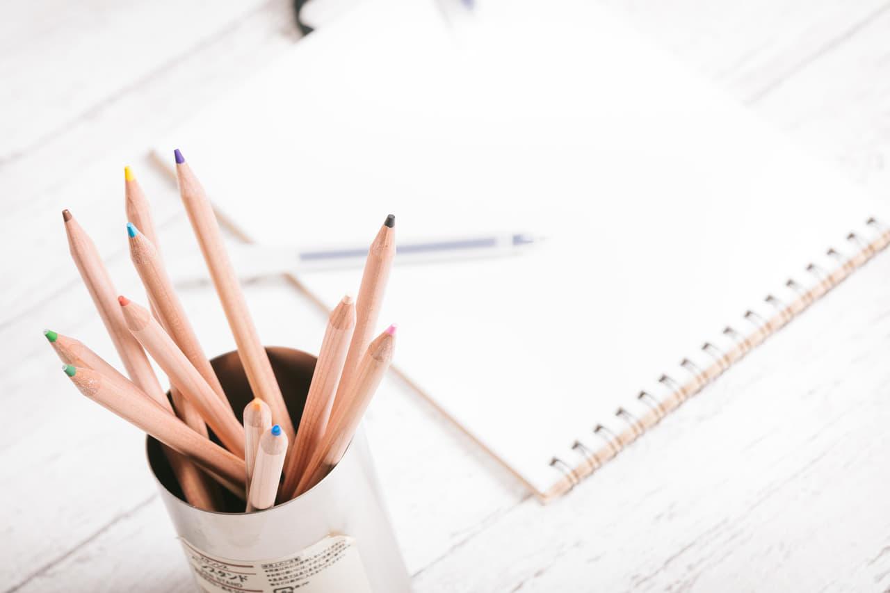 鉛筆とノートの画像