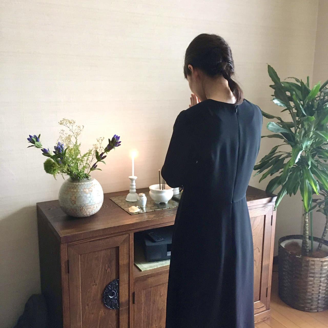 仏壇 女性