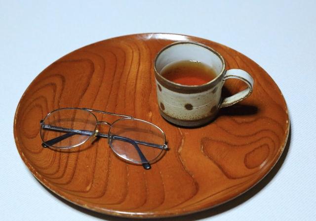 眼鏡とお茶