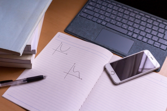 ノートパソコンと勉強