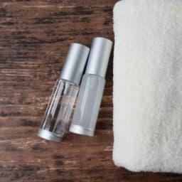 化粧水とタオル
