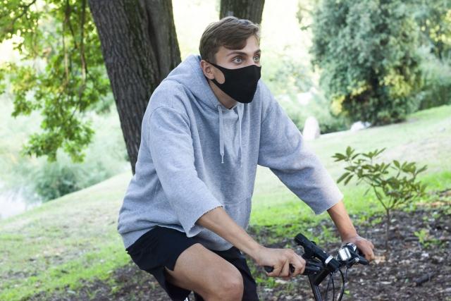 マスクをしてサイクリング