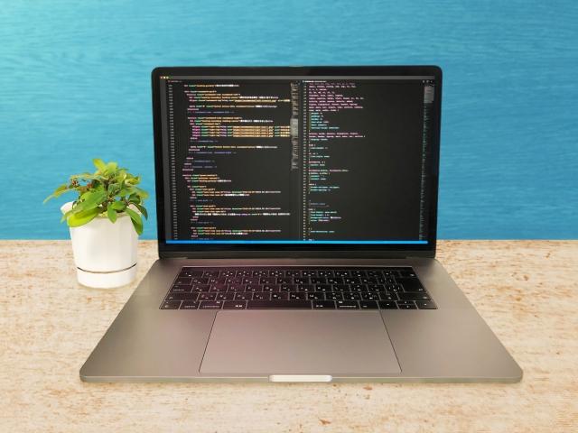 HTMLを表示しているパソコン