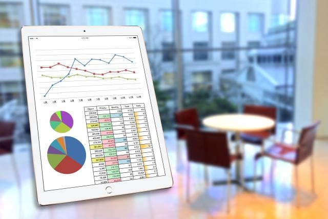 タブレットと統計資料