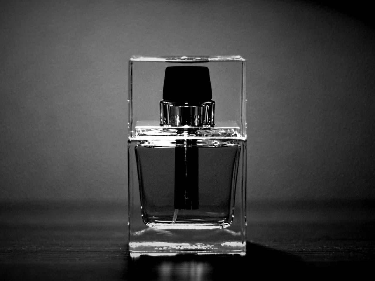 モノクロの香水