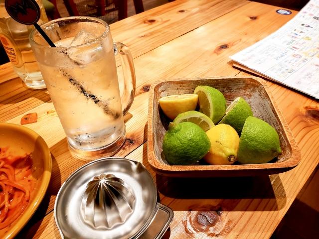 レモンサワーとレモン
