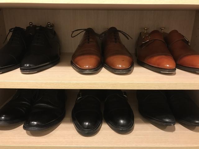 たくさんの革靴