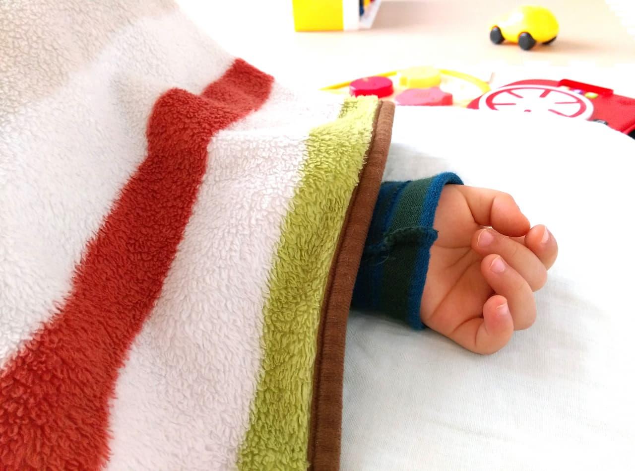 睡眠中の赤ちゃんの画像
