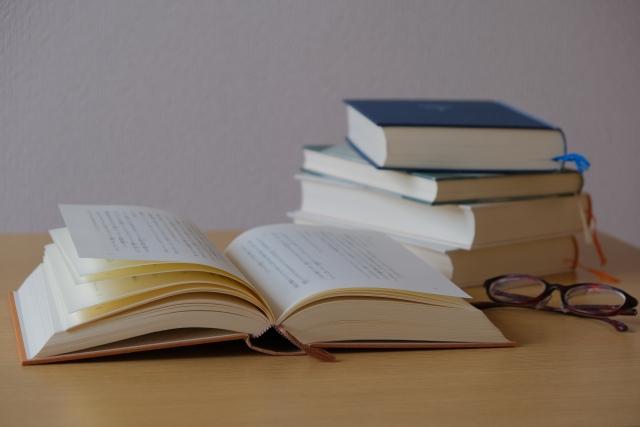 積まれた本